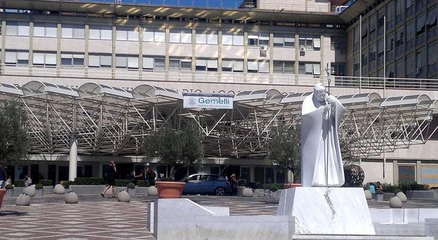 Covid, l'ingresso dell'ospedale Gemelli
