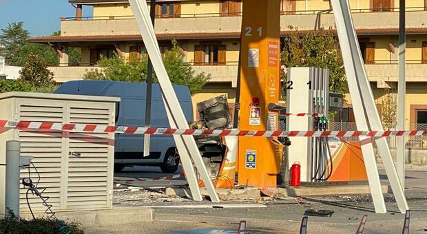 Perugia, boato nella notte: distrutto distributore, ladri in fuga