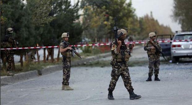 Afghanistan, attacco alla moschea sciita di Kabul: almeno 14 morti