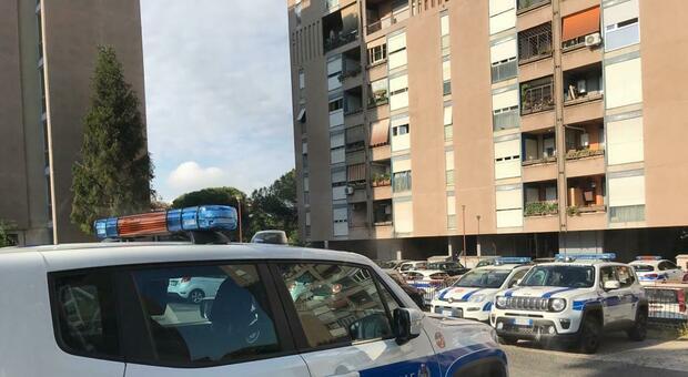 Roma, Spinaceto, sgomberato appartamento occupato dai Casamonica