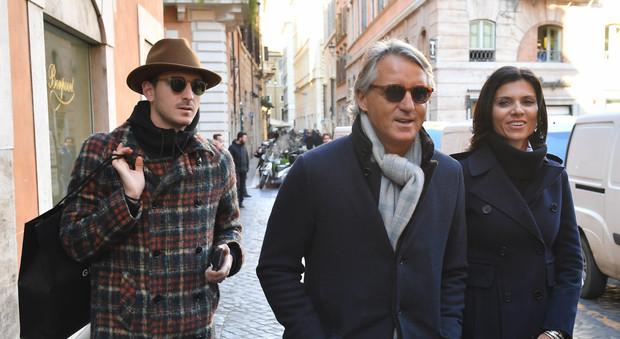 Roberto Mancini A Roma Con La Nuova Fiamma E Il Figlio
