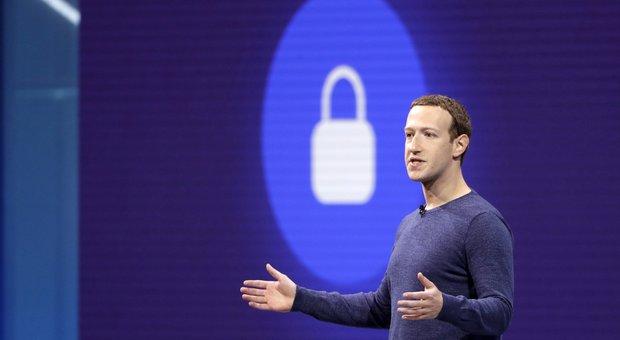 Facebook, Zuckerberg contro la senatrice Warren: «Lo scorporo delle Big Tech non fermerà interferenze nelle elezioni»