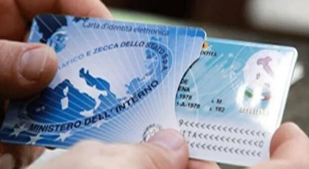 Cresta di 5 euro per ogni carta d'identità rilasciata, dipendente comunale indagata per trugga: «Ha intascato 50mila euro»