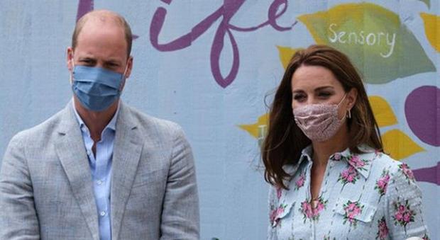 Kate Middleton con le scarpe da ginnastica Superga: l'outfit (sorprendente) conquista tutti