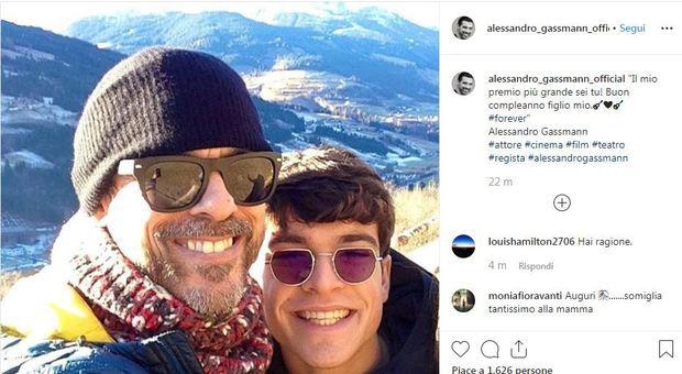 Alessandro Gassmann e il tenero scatto col figlio Leo: «Il mio premio più grande sei tu»