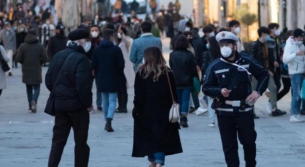 Zona rossa da domani a Perugia e provincia e in sei comuni del Ternano. Dad dalla prima elementare e stretta sullo sport