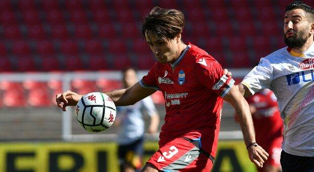 La Spal passa a Lecce, l'Ascoli ferma il Monza: Salernitana a -1 dai pugliesi. Primo gol del Frosinone di Grosso