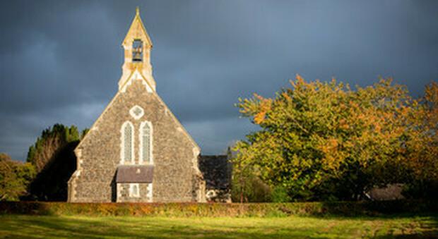 Chiesa di Francia in bolletta, ora pensa a dismissioni di edifici religiosi e immobili