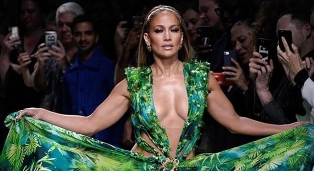 Jennifer Lopez durante una sfilata