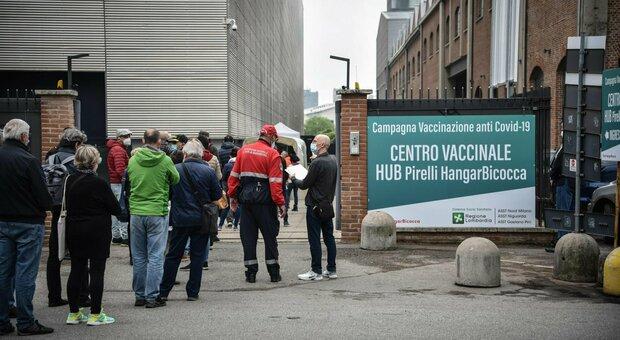 Vaccini, Lombardia apre ai 16-29enni. Bertolaso: «Prenotazioni al via il 2 giugno»