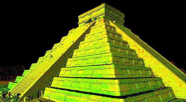 La piramide di Chichen Itza, in Messico