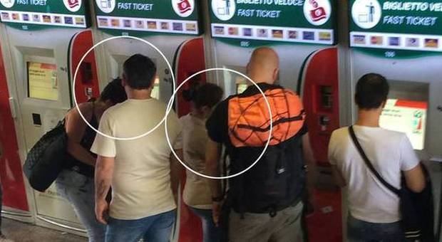 Pizzo alle biglietterie automatiche in metro, Alemanno e Bordoni: «Il Comune prenda provvedimenti»