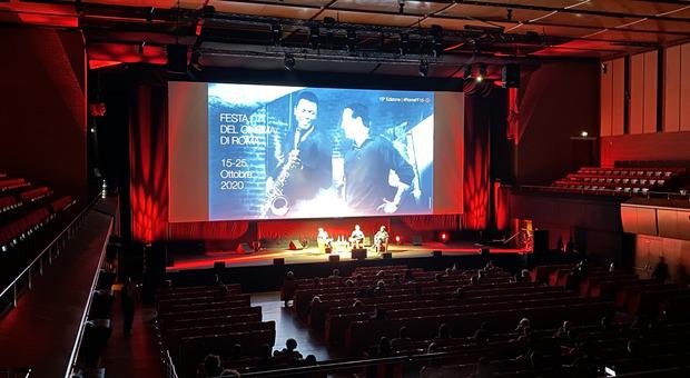 Gabriele Mainetti: «Andate al cinema e salvatemi la vita»