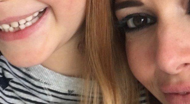Fabrizio Frizzi, il selfie di Carlotta Mantovan con la figlia Stella conquista i follower