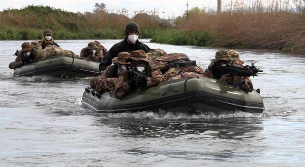 """Sermoneta: conclusa l'esercitazione anfibia """"Blu River 2021"""", impegnati 50 militari del 17° reggimento Sforzesca"""