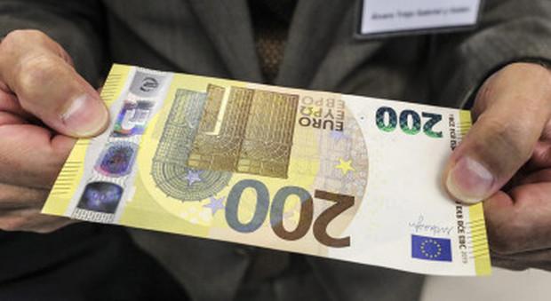 Euro, a fine maggio arrivano le nuove banconote da 100 e 200: ecco cosa cambia