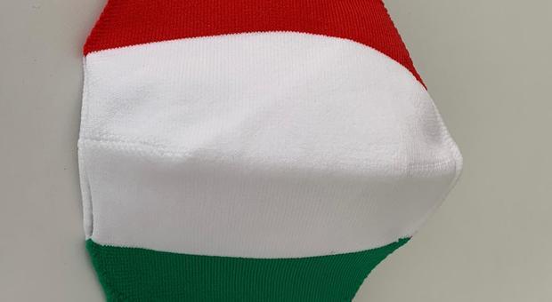 Terni, tra solidarietà e moda: arrivano le mascherine tricolore