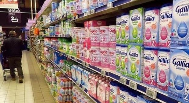 Manovra, bonus latte artificiale da 400 euro per le mamme. Cambia ancora la plastic tax