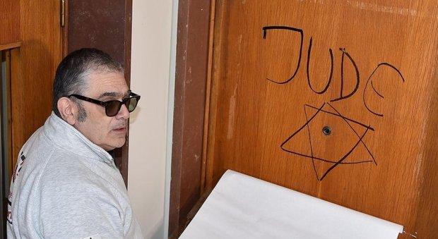 Stella di David sulla porta di casa di Marcello Segre a Torino