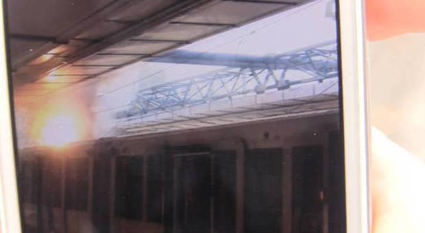 Roma-Lido, fiamme e fumo sul treno: due intossicati e linea interrotta