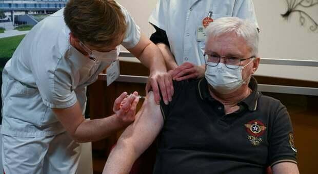 Covid, record somministrazioni di vaccini in Germania e la Francia pensa alle riaperture