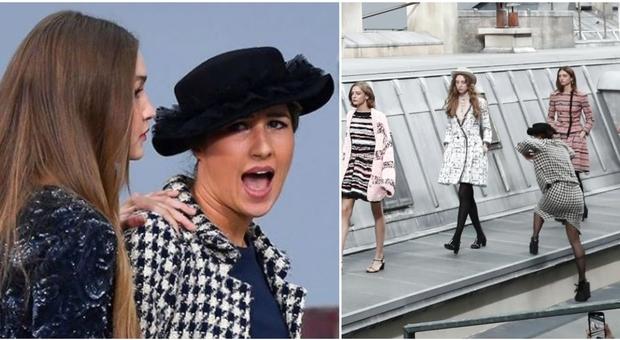 Chanel, irruzione alla sfilata ma interviene Gigi Hadid. L'infiltrata è una youtuber francese