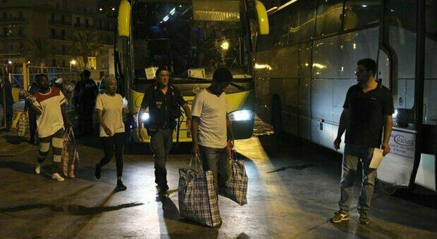 Dieci migranti positivi al centro di Civitella, Marsilio: «Bombe a orologeria