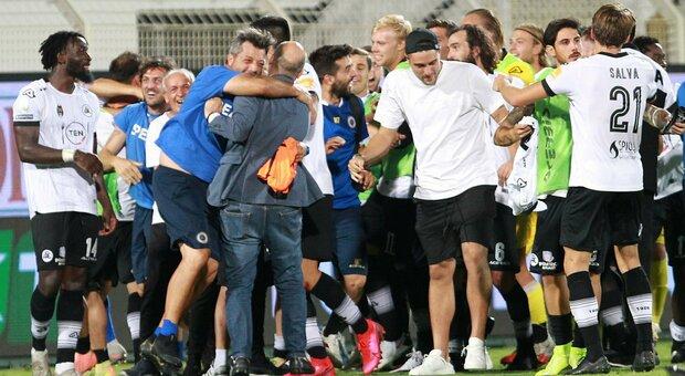 Serie B, allo Spezia basta un'ora per ribaltare il Chievo e andare in finale: 3-1
