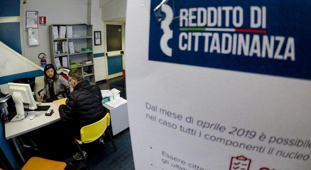 Reddito di cittadinanza, 51.000 l'hanno perso. A Napoli più assegni che in Lombardia e Veneto