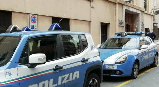Camere doppie per i poliziotti in missione anti-Covid: protesta il sindacato