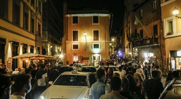 Covid, assembramenti e violazioni delle norme anti-contagio: chiusi locali a Trastevere e piazza Istria