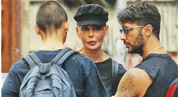 """Carlos Corona compie 17 anni, lo annuncia Nina Moric sui social:""""Fabrizio è con boi"""""""