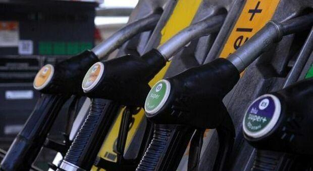 Benzina, Uecoop: +16%, prezzo record pesa sulle vacanze