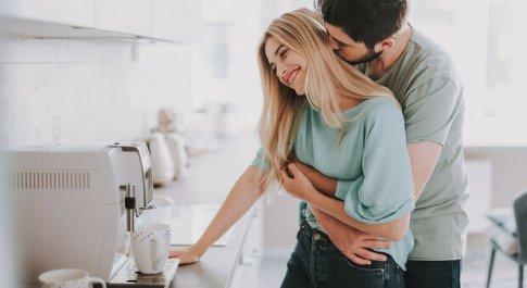Covid, Pregliasco: «Sesso a rischio anche tra fidanzati»