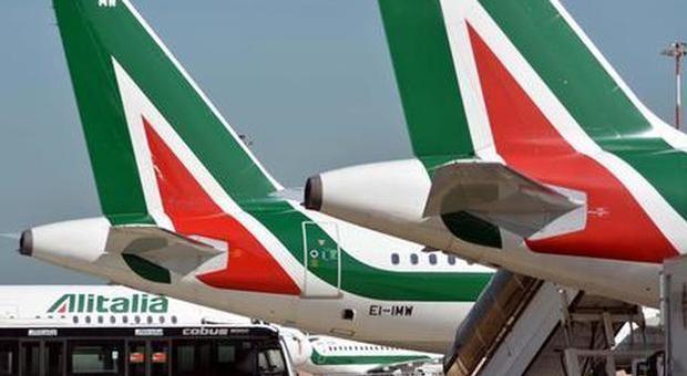 Alitalia, biglietti venduti per voli cancellati: scoppia il caso ticket