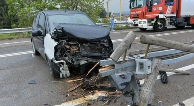 Incidente in auto, mamma muore a 29 anni, grave il figlio di cinque anni