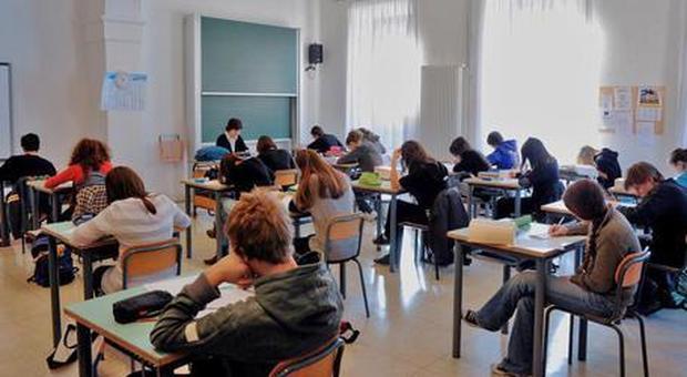 Scuola, c'è il decreto: 48 mila docenti da assumere