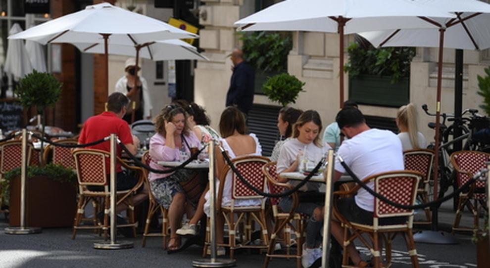 Riaperture, verso il sì per arene e locali con i tavolini all aperto. Le nuove regole