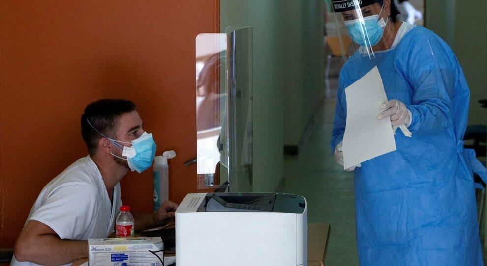Covid, in Spagna il virus circola 10 volte più che in Italia. Più morti in Romania