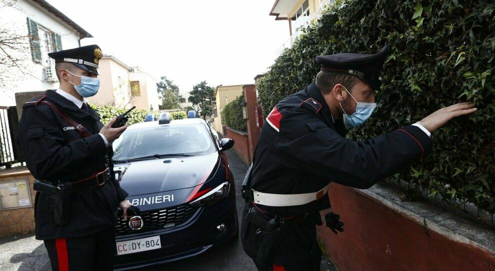 Roma, pusher arrestati a La Rustica e il quartiere applaude dalle finestre