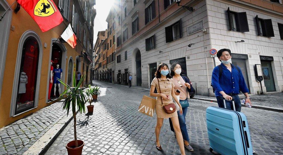 Turismo, la Ue frena l'Italia: «Prima vediamo i contagi»