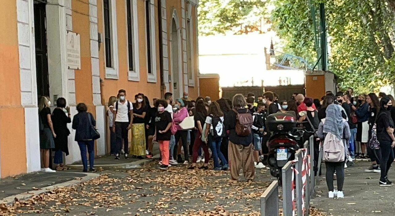 Green pass a scuola, caos controlli a Roma: negli asili lezioni all aperto