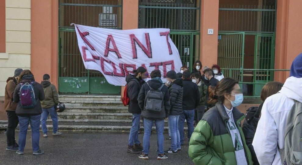 Occupazione scuole, il prefetto Piantedosi: «No a proteste fuori controllo, i ragazzi devono fare i tamponi»