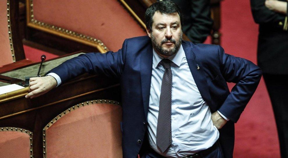 Salvini ai 5 Stelle: «Da noi le porte sono aperte». E in aula sfida il premier Conte
