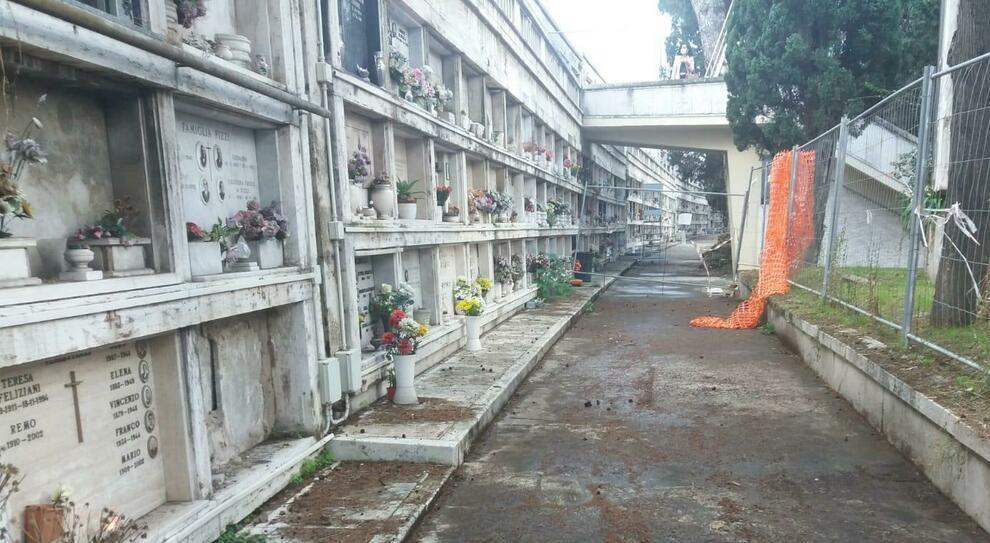 Roma, rubava i soldi dei diritti cimiteriali in pieno lockdown, cassiera del Verano sotto accusa