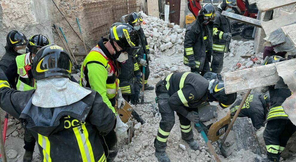 Operai sepolti dalle macerie, sono i primi due morti della ricostruzione