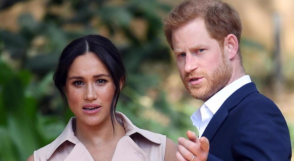 Harry e Meghan, la Corte al tempo dei social: così The Crown rischia di precipitare nel mondo reale