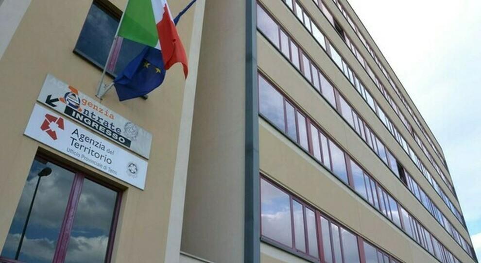 Terni, mamma incinta di 8 mesi per lo Stato italiano non esiste: deve pagare anche le analisi fatte in gravidanza