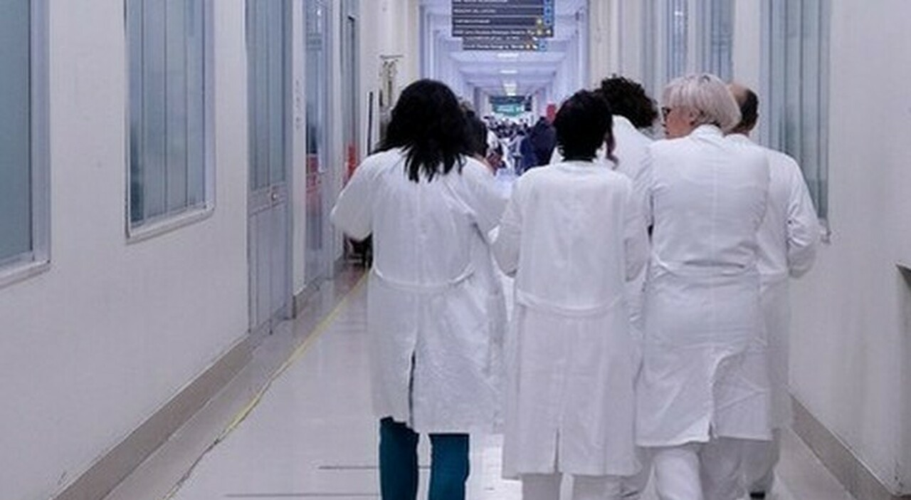 Vaccini, medici in competizione fra loro: vengono pagati fino a 80 euro l'ora