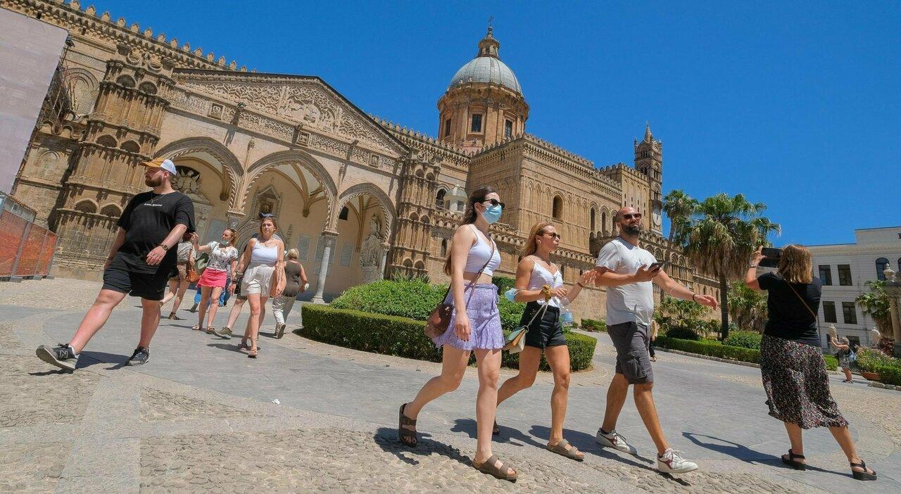 Zona gialla in Sicilia, c'è l'ordinanza: da lunedì l'isola cambia colore, ecco cosa cambia